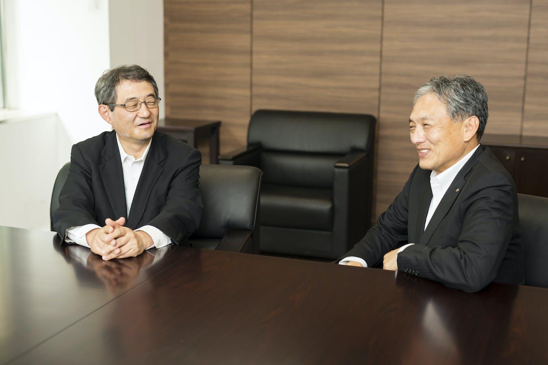 左:関係会社戦略本部長・川名康正 右:事業戦略部長・碓井一俊